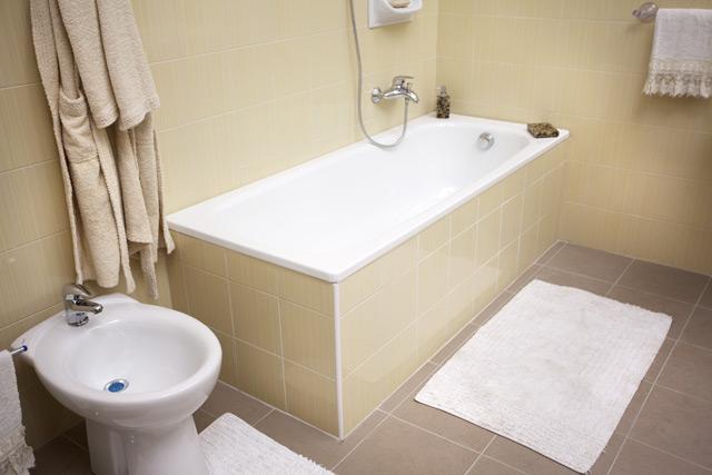 Casa moderna, Roma Italy: Copertura vasca da bagno